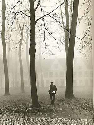 Bruges. Il postino al Béguinage, 1959