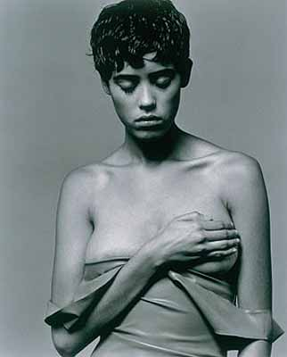 """Bettina Rheims . (de la série : """"Modern Lovers"""") © Bettina Rheims / Transphotographiques 2004 - Lille 2004 - M.E.P Paris - Courtesy Jérôme De Noirmont."""