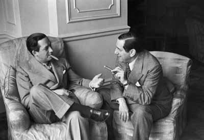 Erich Salomon: Ernst Lubitsch (right) talking with director Mervyn Leroy at Hotel Savoy, London 1937Gelatine-silver print, 15,3 x 21,5 cm, Vintage Print© bpk / Erich Salomon