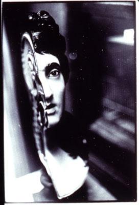 Zoe Leonard Anatomical Model of a Woman's Head Crying, 1993(Anatomisches Modell eines weinenden, weiblichen, Kopfs)Silbergelatine-Abzug, 42,8 x 30,2 cm© Zoe Leonard