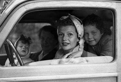 Rita Hayworth and daughters. Golfe Juan 1951 © www.edwardquinn.com