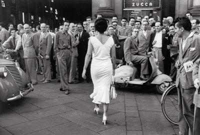 Mario De BiasiGli italiani si voltano, Milan 1954, (Italians turn their heads), Gelatin-silver print, 30,7 x 40,5 cm, © Mario De Biasi