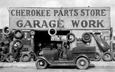 Walker Evans - Garage in Southern City Outskirts, 1936