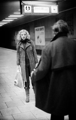Dimitri Soulas: Exhibitionist in der U-Bahn-Station, 1972