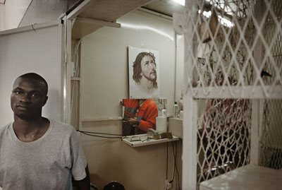 Barber's shop, Hillbrow - Jo'burg series , © Guy Tillim, Galery Michael Stevenson, Fondation Henri Cartier-Bresson, Paris, bis 19. April 2009