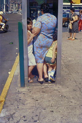 New York, 1988 © Helen Levitt. Courtesy Laurence Miller Gallery, New York