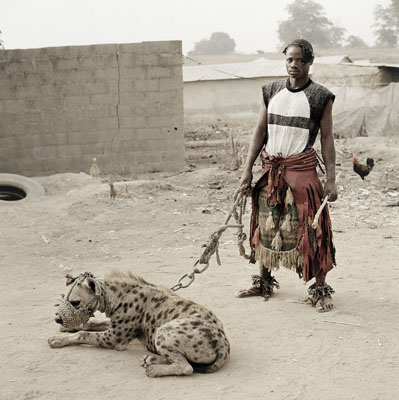 The Hyena and Other Men : Mallam Mantari Lamal avec Mainasara, Nigeria, 2005 © Pieter Hugo