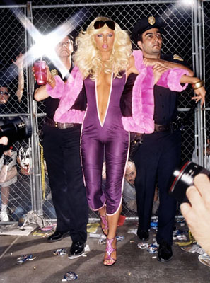 Paris Hilton - Hi Bitch Bye Bitch, série Excess, 2004 , © David LaChapelle, Retrospektive bis 31. Mai im Musée de la Monnaie, Paris