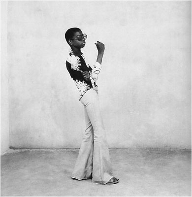 © Malick SidibéA Yé-Yé Posing, 1963silver gelatin print, printed later30x40 cm - 1,750 € + frame and VAT40x50 cm - 2,600 € + frame and VAT50x60 cm - 3,250 € + frame and VAT120x120 cm - 6,000 € + mounting, frame and VAT