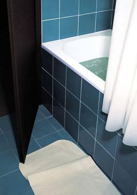 Thomas Demand, Bathroom, 160 x 122cm, C-Print/Diasec, 1997, @Thomas Demand/VG Bild Kunst, , Neue Nationalgalerie - Thomas Demand, 18. September 2009 - 17. Januar 2010, www.demandinberlin.org