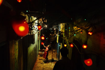 ©  Jonas Bendiksen/Magnum Photos/Agentur Focus . Wedding Lights, Dharavi, Mumbai . 2006