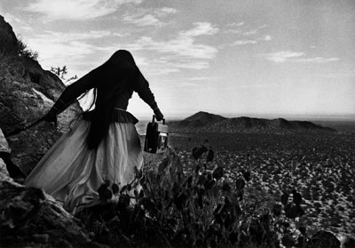 Graciela Iturbide, Mujer ángel, Desierto de Sonora (Angel Woman, Sonoran Desert), México, 1979, Gelatin-silver print, 32 x 48 cm, Collection Mapfre Foundation, © Graciela Iturbide
