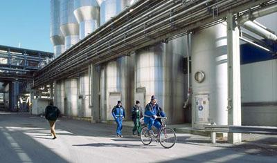 Mona BreedeEine gesunde Entscheidung, 2007 95 x 160 cm edition of 6Fine Art Print behind PlexiglasCourtesy Industriellenvereinigung Tirol