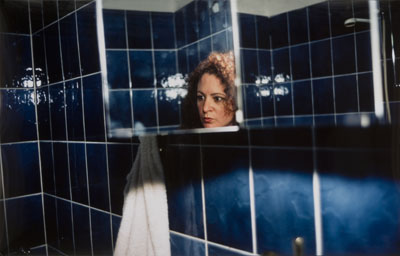 Self-Portait in my blue bathroom, Berlin, 1991, © Nan Goldin / Berlinische Galerie