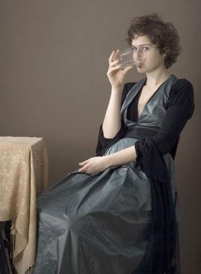 "Timotheus Tomicek: ""fille ambiguë"", 2007, Leuchtkasten mit Ton, 32 x 42cm"