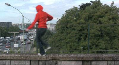 """Susanne Huth: Videostill aus """"Parkour"""", 2010© Susanne Huth"""