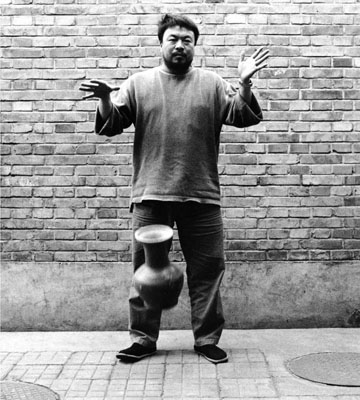 Ai Weiwei, Dropping a Han-Dynasty Urn (Eine Urne aus der Han-Dynastie fallenlassen), 1995, Triptychon, © Ai Weiwei