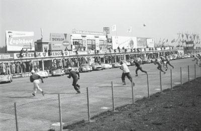 Exhibition fotos der formel 1 aus den 50er 60er und 70er for Mobel aus den 50er 60er und 70er jahren