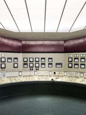 Salle de commande-Nord, 2010, C-Print, Diasec, gerahmt / 120x154 cm, 6+2AP