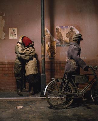 © Paolo VenturaWar Souvenir. Novembre 1944, coppia di amanti, 2006Courtesy Forma Centro Internazionale di Fotografia, Milan