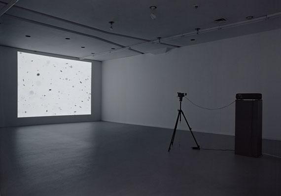 Dieter Kiessling, Staub 2 , 1996 / 2000VideoinstallationNiedersächsische Sparkassenstiftung© VG Bild-Kunst, Bonn 2011