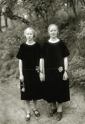 August SanderBauernmädchen / Country Girls, 1925printed by Gunther Sander 1983© SK-Stiftung Kultur - August Sander Archiv / VG-Bild Kunst, Bonn