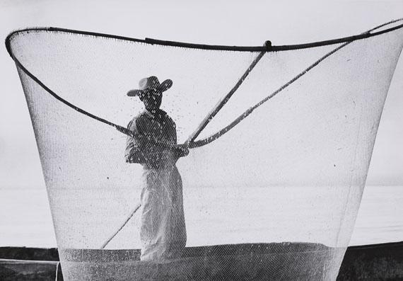 Herbert List, Fischer am Pazcuáro-See, Mexiko, 1958. Vintage, Gelatinesilberabzug. , 20,5 x 29,4 cm, Schätzpreis 3.000 – 4.000 €