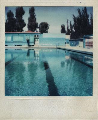Schwimmbad in Syrien, Damaskus, 1977Limited Edition / Signiert 5 + 1 AP, 96 x 118 cm, Diasec  © Gunnar Tjaden, Courtesy so what gallery