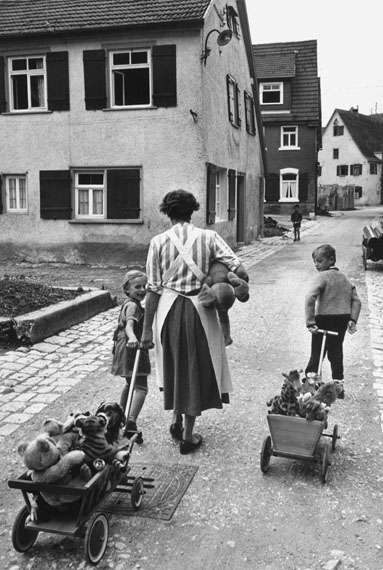 Margarete Steiff GmbH, Anlieferung der Heimarbeit, © Erich Lessing