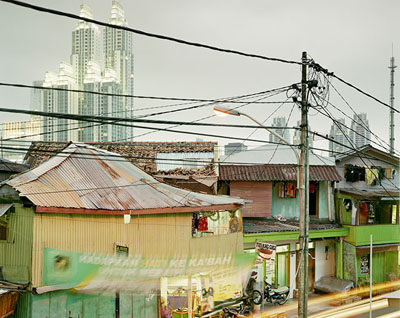 "Peter Bialobrzeski   ""Jakarta, 2007"" aus der Serie ""The Raw and the Cooked"""