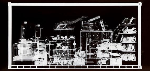 """Gabriele Rothemann, """"Hab und Gut N° 8"""", 2012, Radiographie auf Röntgenfilm, 99,1 x 212,5 cm"""
