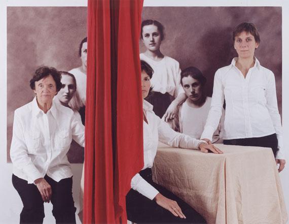 Katharina Mayer: Familie H., 110 x 140 cm, c-print, Diasec, 2006
