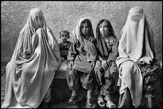 © Marissa Roth: Afghan Women and Children Refugees, Thal, Pakistan 1988