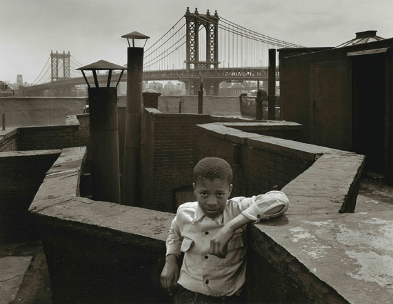 The boy on the roof. Pitt Street, Lower East Side, New York, 1938 © Walter Rosenblum