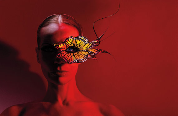 ©Michael Thompson: Veruschka with Butterfly, New York 2003, 61x76 cm, Edition 10