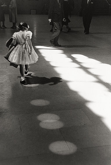 Louis Stettner: 'Girl Dancing in Circles, Penn Station' 1958 © Louis Stettner