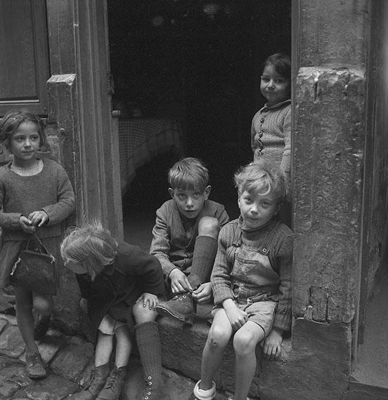 Lillian Bassman  Paris, 1946. Abzug 2009. Silbergelatine, 16 x 15,3 cm © Lillian Bassman
