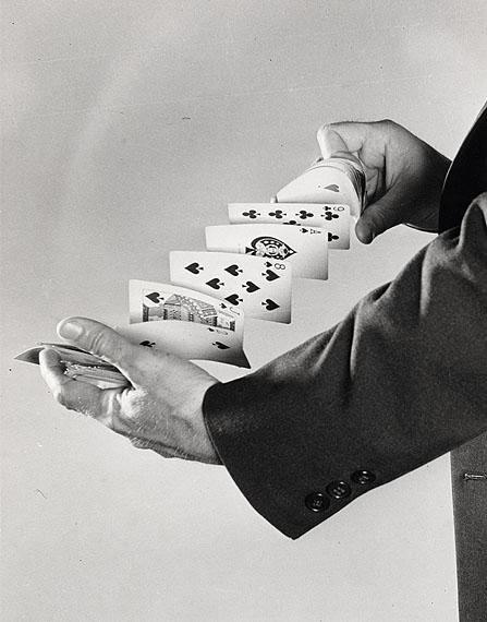 Harold EdgertonFanning the cards, 1940Gelatin silver print35.5 x 28 cm© Harold Edgerton, 2013, courtesy of Palm Press, Inc.