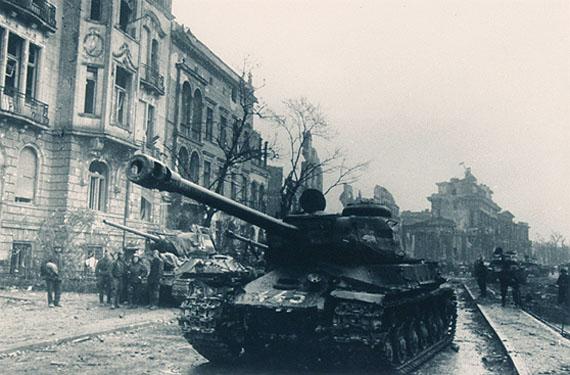 Jewgenij Chaldejo.T., (Panzer), 1945,silver gelantine print, 30x40 cm