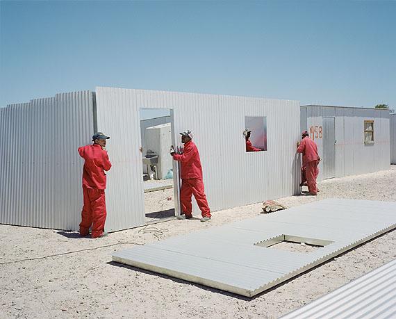 Laurence BonvinBlikkiesdorp, Cape Town, South Africa, 2009Inkjet-Print, 40 x 50 cmCourtesy die Künstlerin© Laurence Bonvin