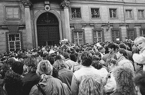 Karel Cudlin: Prag, Deutsche Botschaft, Garten des Palais Lobkowicz, 03.10.1989