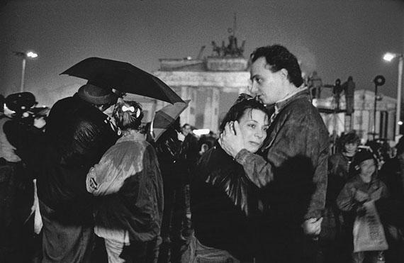 Evelyn Richter: Berlin, Öffnung Brandenburger Tor für Besucher, 23.12.1989