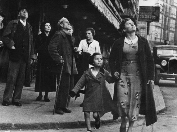 Crowds running for shelter, Bilbao, 1937© Robert Capa/Magnum Photos