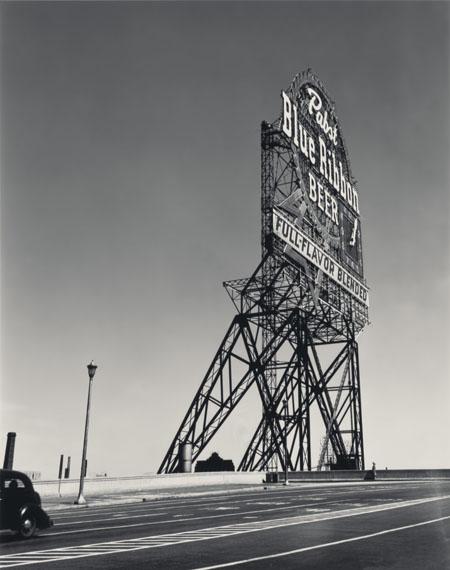 Walker Evans: [Pabst Blue Ribbon Sign, Chicago, Illinois], 1946© Walker Evans Archive, The Metropolitan Museum of Art
