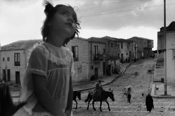 Main street in Corleone. Sicily, 1959. © Sergio Larrain/Magnum Photos