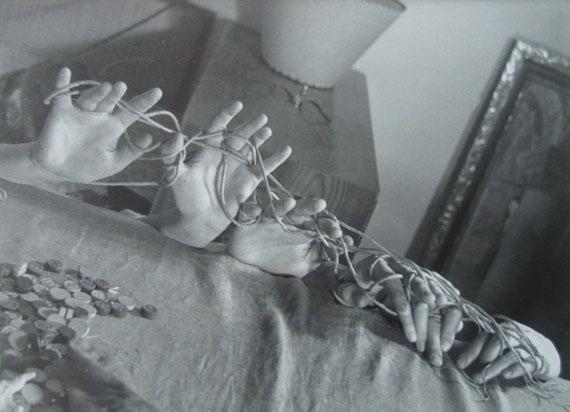 Vaclav Zykmund: Akce Gruppe Ra (Hände mit Schnur), 1944-45