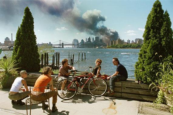 Blick von Williamsburg, Brooklyn, auf Manhattan, 11. September 2001 © Thomas Hoepker/ Magnum Photos