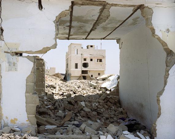 Sean HemmerleResidential Structure Gaza, Palästina, 2004Following an intense attack on an IDF position, The Israeli Army leveled much of Rafah near the Sinai border. ©Sean Hemmerle, CourtesyFeroz Galerie