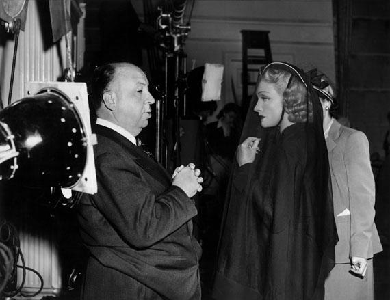 Marlene Dietrich am Set mit Alfred Hitchcock, 1950 © Milton H. Greene / Courtesy Sammlung Reichelt und Brockmann, Mannheim