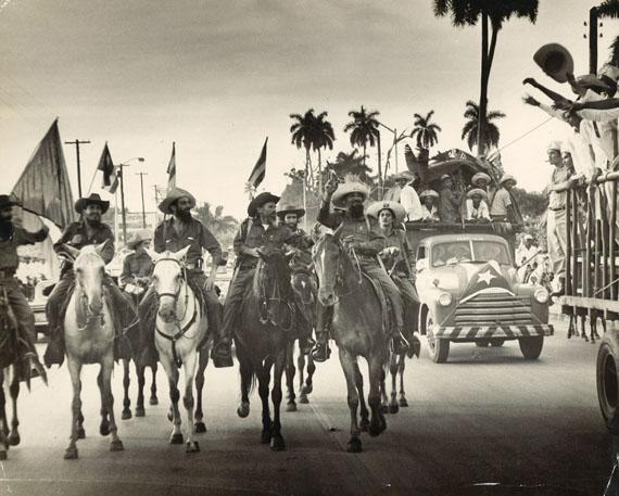 Osvaldo SalasCamilo beim Einzug in Havanna, 8.1.1959Gelatine-Silberprint, Vintage, 40 x 50 cmaus der Skrein Photo Collection